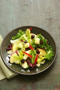 Mixed salad with Pyrenees ewe's cheese, apple and dried cherries